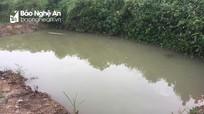 Nghệ An: Theo bà và mẹ đi gặt lúa, hai cháu bé đuối nước dưới ao sâu