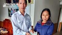 Lái xe taxi ở Nghệ An tìm người đánh rơi tiền, điện thoại để trao trả