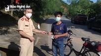 Nam thanh niên đi xe đạp từ Huế về Nghệ An tránh dịch