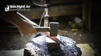 Độc đáo nghề rèn của người Mông ở Nghệ An