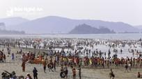 Gần nửa triệu người đến biển Cửa Lò trong dịp lễ