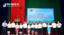 Hơn 100 lưu học sinh Lào được trao chứng chỉ tiếng Việt