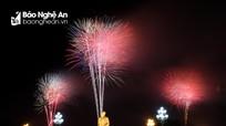 Mãn nhãn màn pháo hoa chào năm mới trên bầu trời thành Vinh