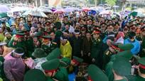 Hàng nghìn người đội mưa dự lễ an táng 3 quân nhân Nghệ An hy sinh khi cứu nạn ở Rào Trăng 3