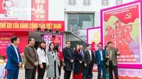 Triển lãm tranh cổ động tấm lớn tuyên truyền Đại hội Đảng tại thành phố Vinh