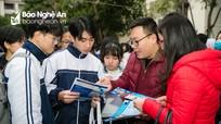 Hơn 3.000 học sinh Nghệ An 'đội rét' dự ngày hội tư vấn, tuyển sinh