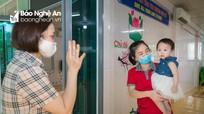 Trẻ mầm non trở lại trường sau thời gian dài nghỉ để chống dịch