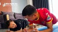 Cầu thủ SLNA ấm áp bên gia đình trong những ngày giãn cách