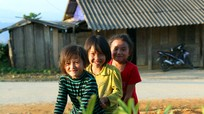 Mộc mạc những trò chơi của trẻ em vùng cao xứ Nghệ