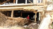 Người dân vùng cao Nghệ An liều mạng sống trong những căn nhà 'tử thần'