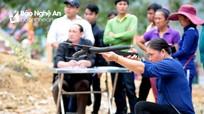 Phụ nữ trổ tài bắn nỏ trên lễ hội Pu Nhạ Thầu