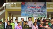 Doanh nghiệp trao hàng trăm suất quà cho huyện Con Cuông