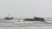 Tàu cá chở 5 ngư dân Nghệ An bị chìm tại cửa biển