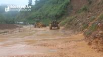 Nghệ An: Xuất hiện nhiều điểm sạt lở núi, lũ dâng gây ách tắc giao thông