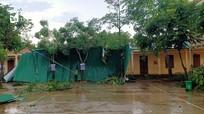 Mưa đá kèm gió lốc khiến 5 phòng học ở Kỳ Sơn tốc mái
