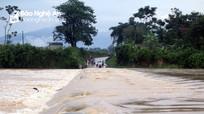 Nghệ An: Cứu sống người đàn ông bị nước lũ cuốn trong đêm