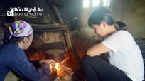 Nữ sinh đi làm thuê, thậm chí bán mái tóc của mình để duy trì việc học