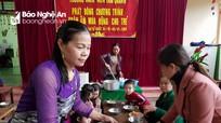 Giáo viên miền núi nấu cháo dinh dưỡng, làm cơm lam, mọc… lấy tiền mua chăn cho học sinh