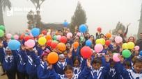 CLB Ảnh xứ Nghệ tặng quà, chụp ảnh miễn phí cho đồng bào Mông ở Kỳ Sơn