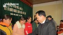 Ban Tổ chức Tỉnh ủy tặng quà Tết cho người nghèo huyện Quỳ Châu