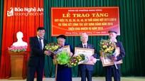 Bí thư Thành ủy Vinh trao Huy hiệu Đảng cho 32 đảng viên