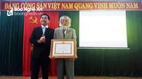Nghĩa Đàn trao Huy hiệu 70 năm tuổi Đảng