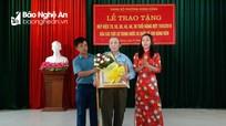 Thành ủy Vinh trao Huy hiệu Đảng cho 38 đảng viên