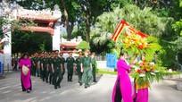 Đoàn đại biểu các ban, ngành tỉnh Nghệ An dâng hương tưởng niệm các anh hùng liệt sỹ