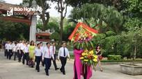 Ban Tổ chức Tỉnh ủy báo công với Bác tại Khu Di tích Kim Liên