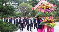 Bộ trưởng Bộ Kế hoạch và Đầu tư tưởng niệm Chủ tịch Hồ Chí Minh, thăm mô hình kinh tế tại Nam Đàn