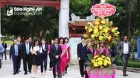 Đại sứ Ấn Độ và phu nhân tưởng niệm Chủ tịch Hồ Chí Minh tại Khu Di tích Kim Liên