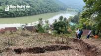Nghệ An: Nửa quả đồi nứt toác, 17 hộ dân cần được di dời khẩn cấp