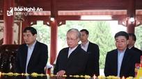 Thường trực Ban Bí thư Trần Quốc Vượng tưởng niệm các anh hùng liệt sỹ tại Truông Bồn