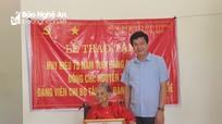 Cụ bà ở Con Cuông được trao Huy hiệu 75 tuổi Đảng