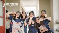 Nữ sinh chuyên Đại học Vinh rạng rỡ ngày cuối cấp