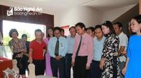 Linh vật Nghê Việt thu hút đông đảo nhân dân đến thưởng lãm