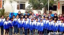 203 áo ấm đến với học sinh Tiểu học Quang Phong 2 (Quế Phong)