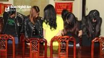 Bắt 10 nam nữ thanh niên 'đập đá' trong một khách sạn lớn ở Nghệ An