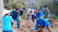 Thanh niên tình nguyện làm điểm vui chơi cho vùng cao