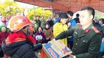 Hàng trăm người dân rẻo cao Nghệ An được tặng quà và khám miễn phí