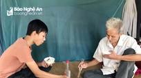 Cám cảnh ông nội ngoài 80 tuổi nuôi cháu mồ côi ăn học