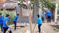 Thanh niên bản làng chung sức giúp hộ nghèo làm nhà