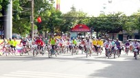 35 cặp vận động viên tham gia Giải đua xe đạp đôi ở Cửa Lò