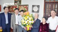 Phó Chủ tịch UBND tỉnh Lê Hồng Vinh thăm, chúc mừng các nhà giáo ở Anh Sơn