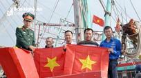1.500 lá cờ Tổ quốc được trao cho bà con ngư dân Nghệ An