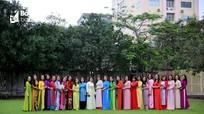Phụ nữ Báo Nghệ An thướt tha với áo dài truyền thống