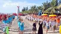Nghệ An đón đoàn khách du lịch hơn 500 người đến với Cửa Lò