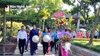Chủ tịch Hội LHPN Việt Nam dâng hoa, dâng hương tại Khu Di tích Kim Liên