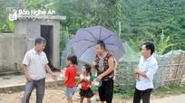 Giáo viên vùng cao Nghệ An băng rừng gọi học trò đến lớp