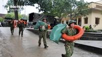 Bộ đội về phơi thóc, sửa cầu, khám bệnh cho người dân vùng lũ